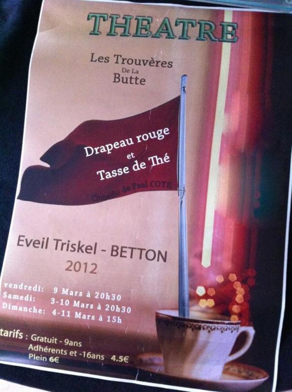 Drapeau rouge et tasse de thé 2012
